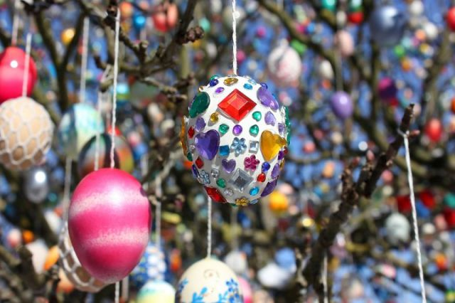 most-beautiful-easter-tree.-decorated-with-1000-eggs.-4_880